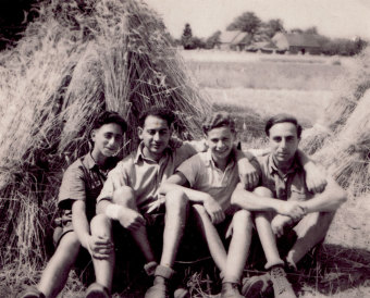Peter Wolff (second from left) during his training and preparation for emigration to Palestine from October 1939 to September 1941 in the Hachshara camp at Schniebinchen, near Sommerfeld