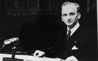 Benjamin Ferencz, the chief prosecutor in Case IX of the Subsequent Nuremberg Trials (1947–1948)'© United States Holocaust Memorial Museum