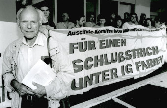 Peter Gingold during protests against I.G. Farben, Frankfurt am Main, undated'© Fritz Bauer Institute (Gingold papers)