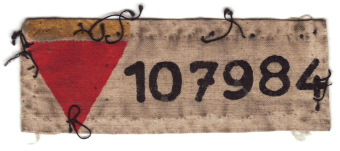 Norbert Wollheim's sew-on patch with his prisoner number'© United States Holocaust Memorial Museum (Wollheim papers)