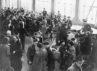 Arrival of 250 Jewish children and teens from Germany in Dovercourt near Harwich (England)'on December 2, 1938'© bpk, Berlin