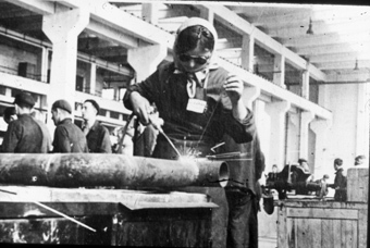 Ukrainian forced laborer working as a welder at I.G. Auschwitz'© Fritz Bauer Institute (Zahn papers)