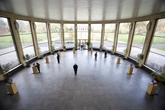 In the Eisenhower Rotunda, monitors were available for viewing the video interviews that form part of the Wollheim Memorial'© Patrick Raddatz