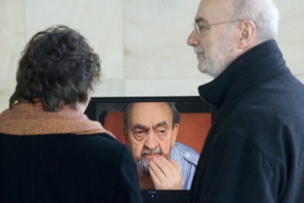 Visitors in front of the monitor screen with Jiří Pavel's interview'© Patrick Raddatz